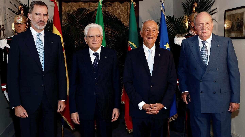 El rey de España, Felipe VI (i), y su padre, el rey don Juan Carlos (2d), acompañados por el presidente de Italia, Sergio Mattarella (2i), y el de Portugal, Marcelo Rebelo de Sousa (2d) en el foro Cotec Europa.