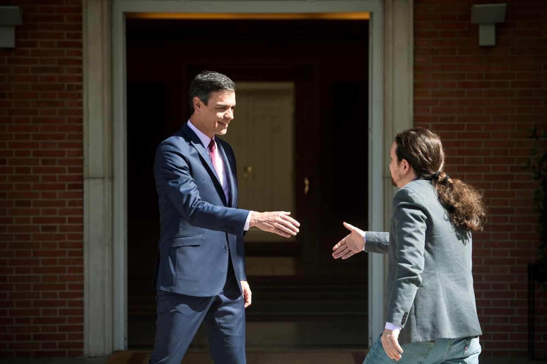Sánchez recibe a Iglesias en la Moncloa.