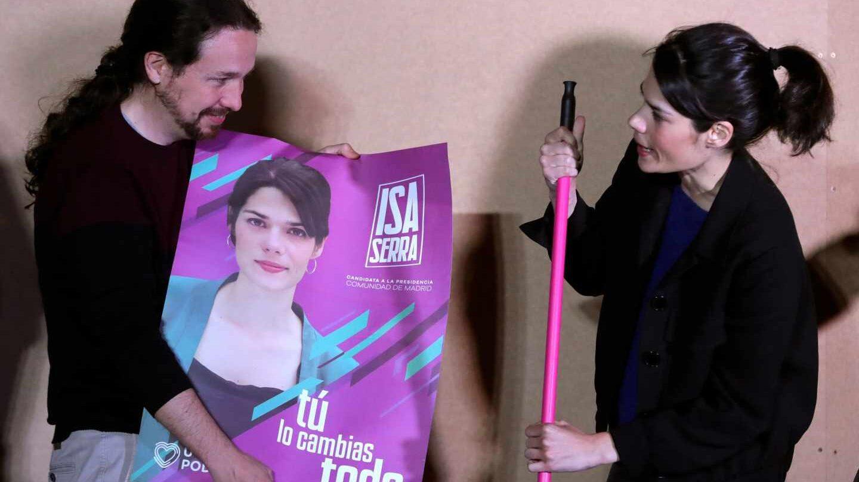 El líder de Podemos, Pablo Iglesias (i), junto a la aspirante a la Presidencia a la Comunidad de Madrid, Isabel Serra, durante el acto de apertura de campaña de la coalición Unidas Podemos para los comicios municipales, autonómicos y europeos del próximo 26 de mayo.