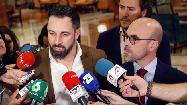 Santiago Abascal, junto al cabeza de lista al Parlamento Europeo por Vox, Jorge Buxadé.