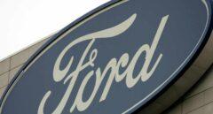 Logotipo de Ford la sede mundial de la compañía Ford en Dearborn en Michigan (Estados Unidos).