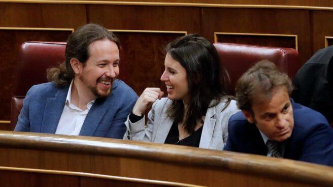 Pablo Iglesias, Irene Montero y Jaume Asens en el hemiciclo del Congreso.