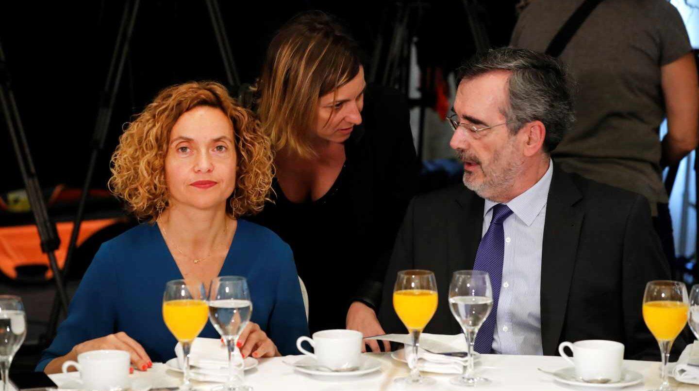 La presidenta del Congreso, Meritxell Batet, y el ex presidente del Senado, Manuel Cruz.