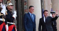 Pedro Sánchez, junto a Emmanuel Macron, en el Palacio del Elíseo.