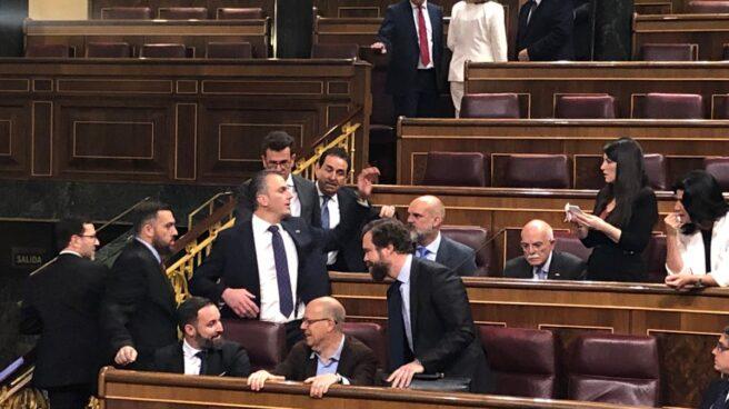 Santiago Abascal y los diputados de Vox, en el Congreso.