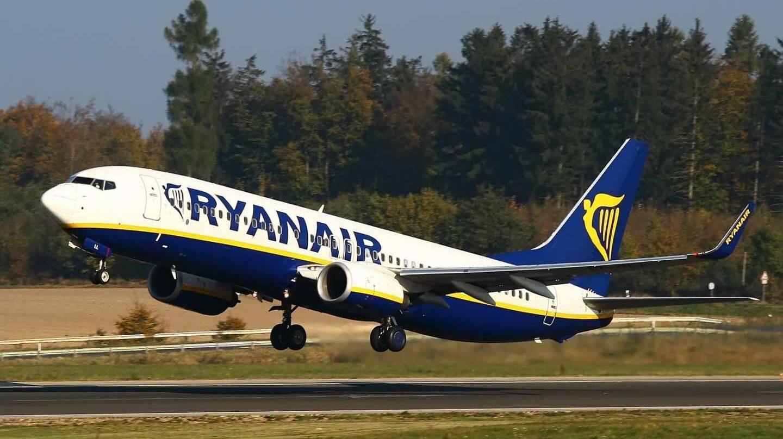 Ryanair recorta un 29% su beneficio por el aumento de los costes.