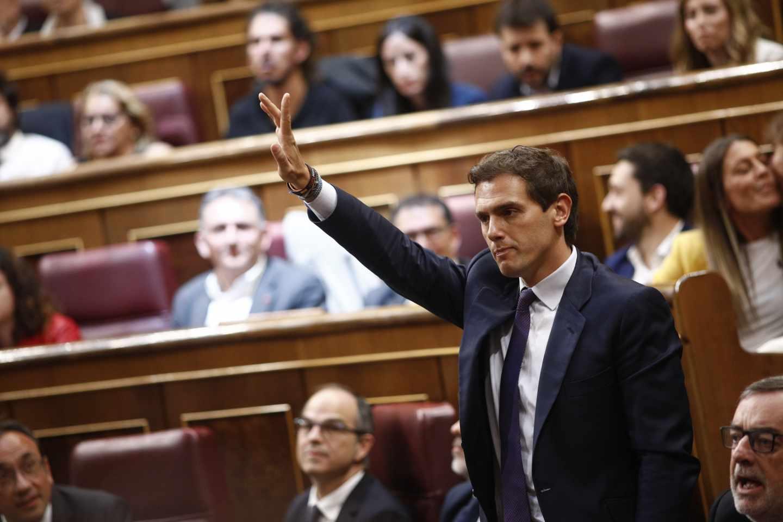 Albert Rivera pide la palabra durante la sesión constitutiva de las Cortes