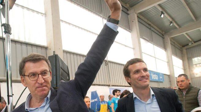 Pablo Casado y Alberto Núñez Feijóo, en un acto electoral en la localidad pontevedresa de Nigrán.