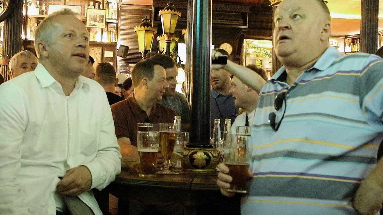 Aficionados ingleses en un pub en Madrid