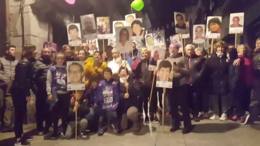 Concentración en apoyo a presos de ETA en Hernani denunciada por Covite.