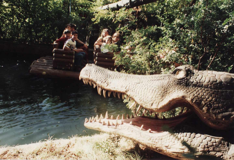 'La Jungla', un recorrido temático en balsa inaugurado en 1978 que atraviesa una selva.