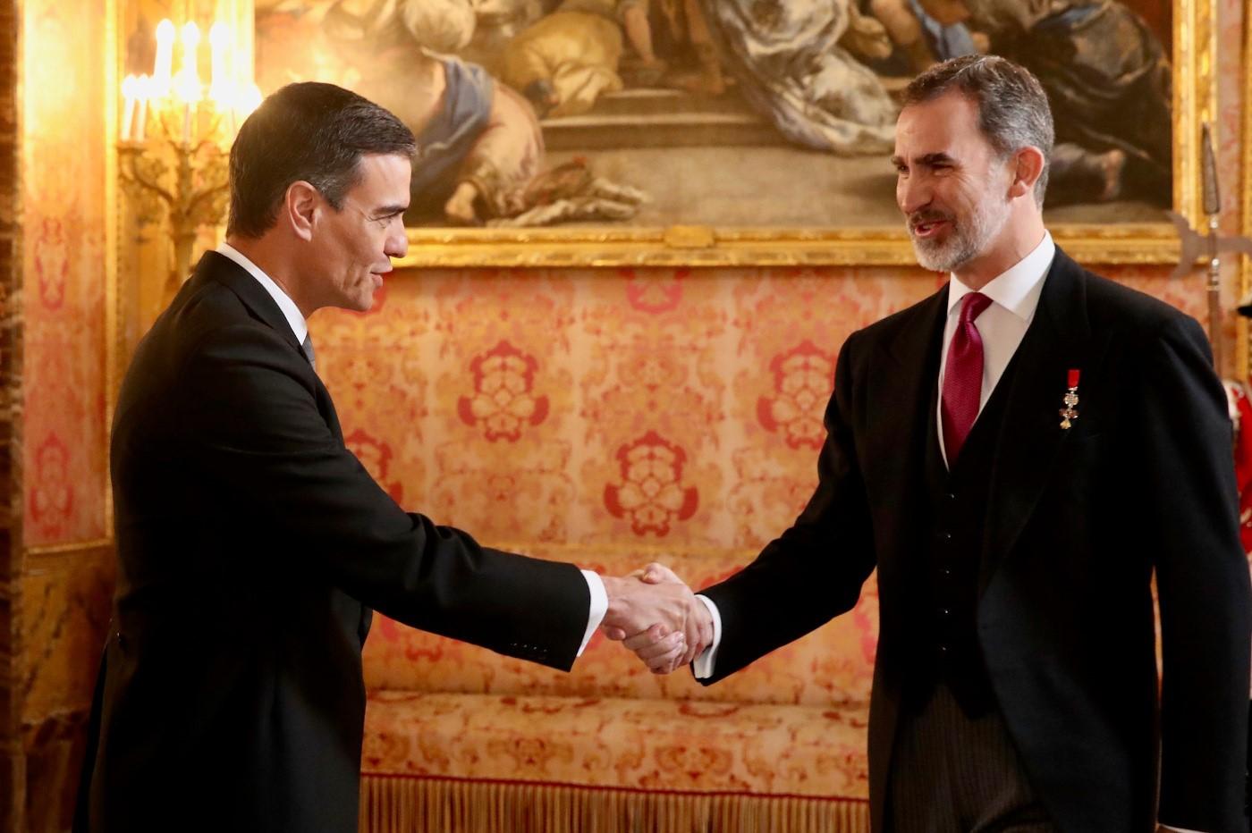 El presidente del Gobierno en funciones, Pedro Sánchez, junto a Felipe VI.