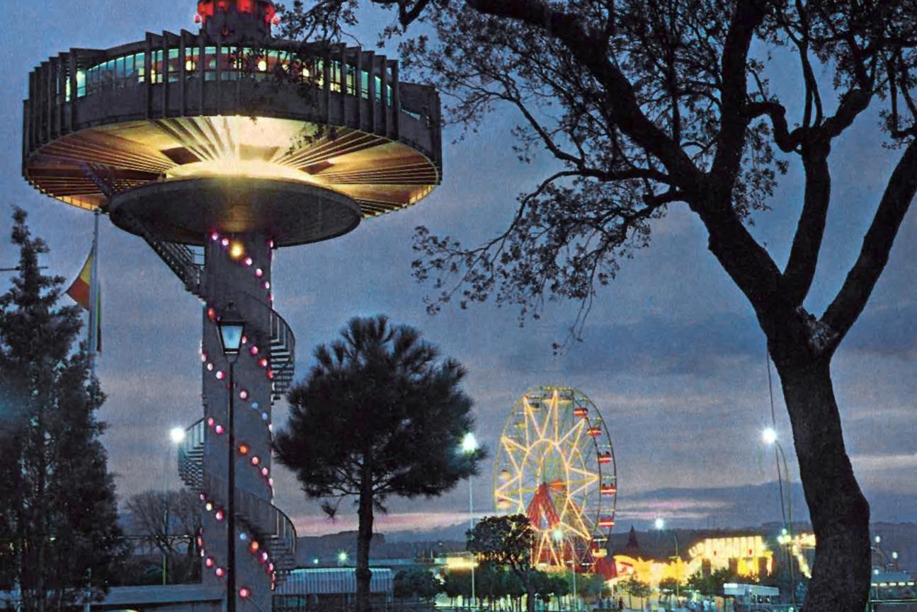 Aspecto del Parque con el Platillo Volante en primer plano.