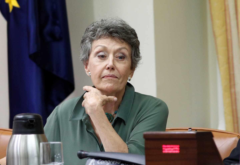 Rosa María Mateo, administradora única de TVE, gesticula durante una comparecencia en el Congreso de los Diputados.