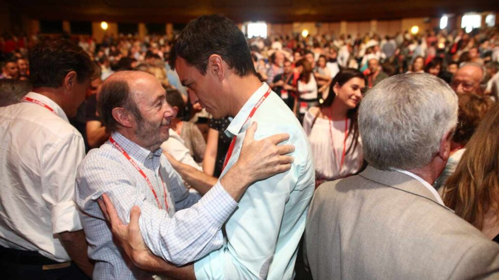 Alfredo Pérez Rubalcaba y Pedro Sánchez.