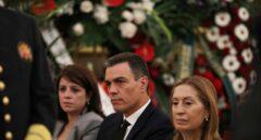 Sánchez saca del brazo a un hombre que lanzó unos folios al féretro de Rubalcaba