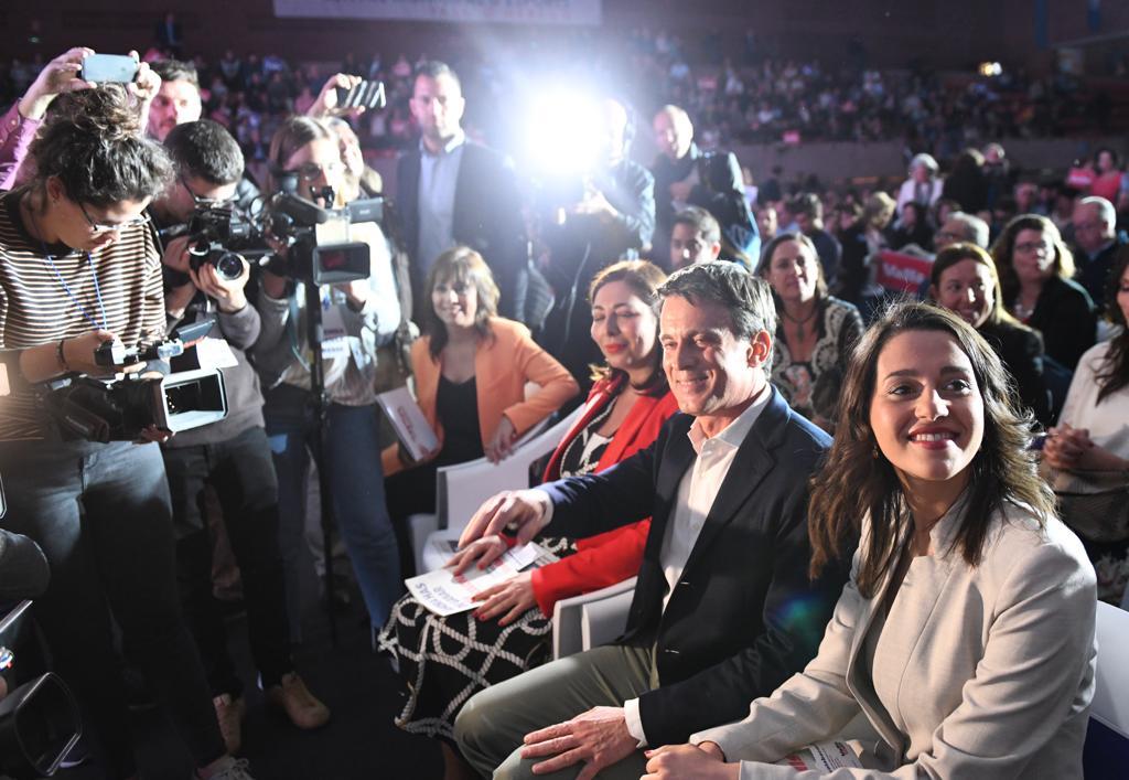 Manuel Valls e Inés Arrimadas en el mitin de Cs en Barcelona