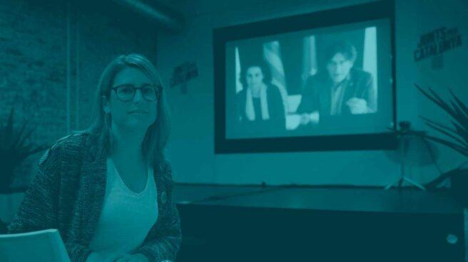Elsa Artadi, ante Carles Puigdemont, presente en la pantalla.