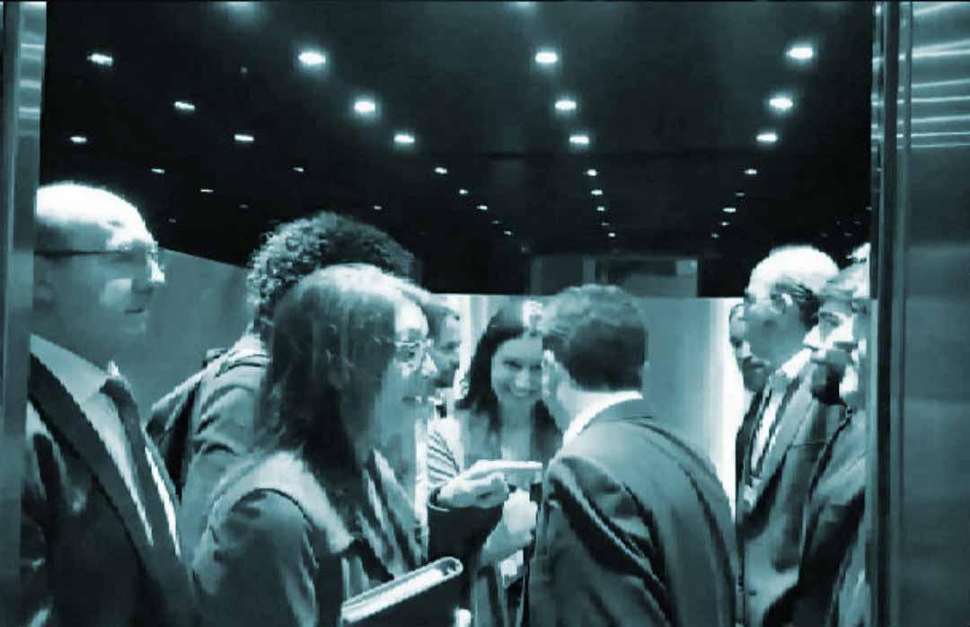 Iglesias y Abascal, en el ascensor del Congreso.