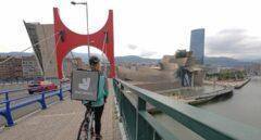 Juicio clave contra Deliveroo: la Inspección apoya a 529 'riders' y anticipa una tormenta laboral
