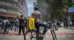 Uber, Glovo o Deliveroo piden al Gobierno que los riders sean autónomos por ley