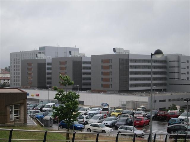 Hospital Marqués de Valdecilla, donde falleció un hombre tras ser trasladado desde una clínica de Bilbao.