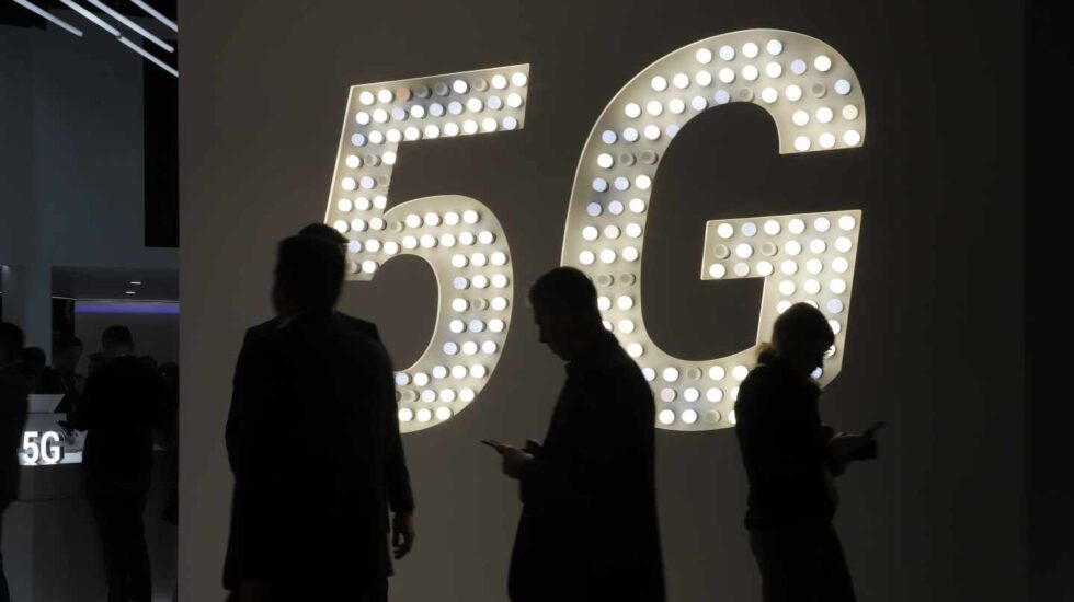 Una imagen de una pantalla anunciando el 5G en el Mobile World Congress