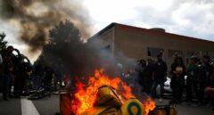 Repartidores se concentran ante la sede de Glovo por la muerte de un compañero