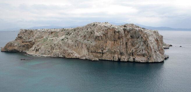 Islote de Perejil, visto desde la costa africana.