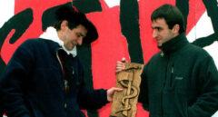 Jose Antonio Urrutikoetxea, alias 'Josu Ternera' junto a su hijo Egoitz.