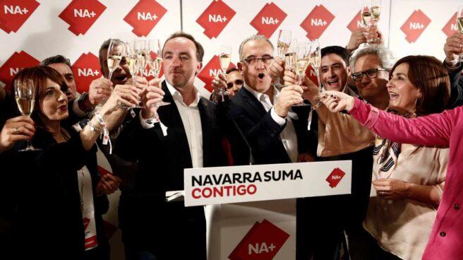 Los candidatos de Navarra Suma celebran sus buenos resultados el 26-M.