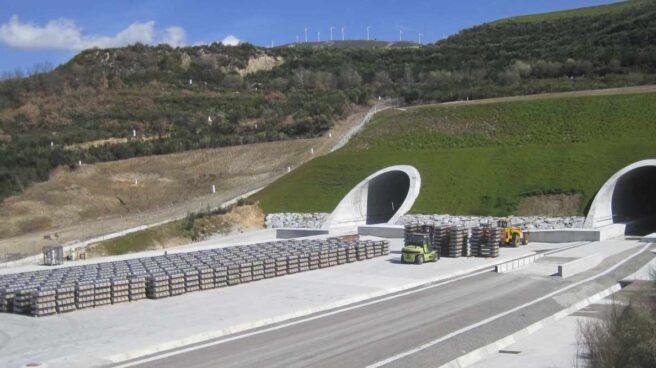 Montaje de vía por parte de Adif en túneles de alta velocidad que conectan Orense y Zamora.