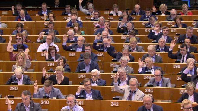 Los eurodiputados votan durante una sesión plenaria de marzo de 2018.