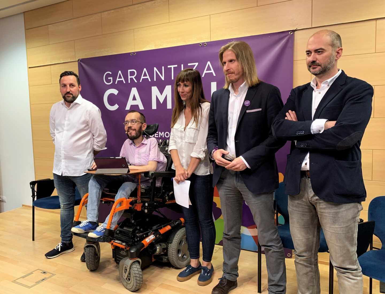 Candidatos de Podemos a la alcaldía de Valladolid arropados por Pablo Echenique y Pablo Fernández (segundo por la izquierda), líder en Castilla y León.