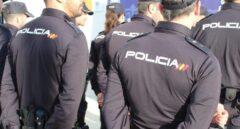 """La Policía detecta que gorras y camisas de trabajo que compró hace dos años son """"defectuosas"""""""