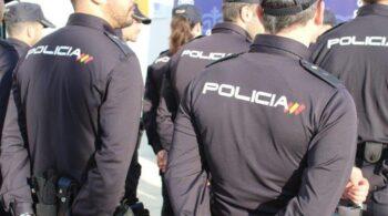 La Policía detecta una partida defectuosa de gorras y camisas de trabajo que compró hace dos años