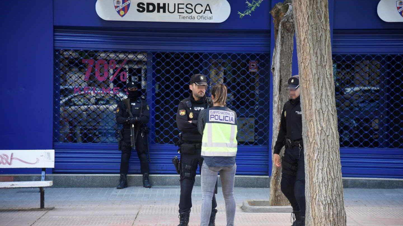 La Policía registra la sede del Huesca en medio de la investigación sobre presunto amaño de partidos.