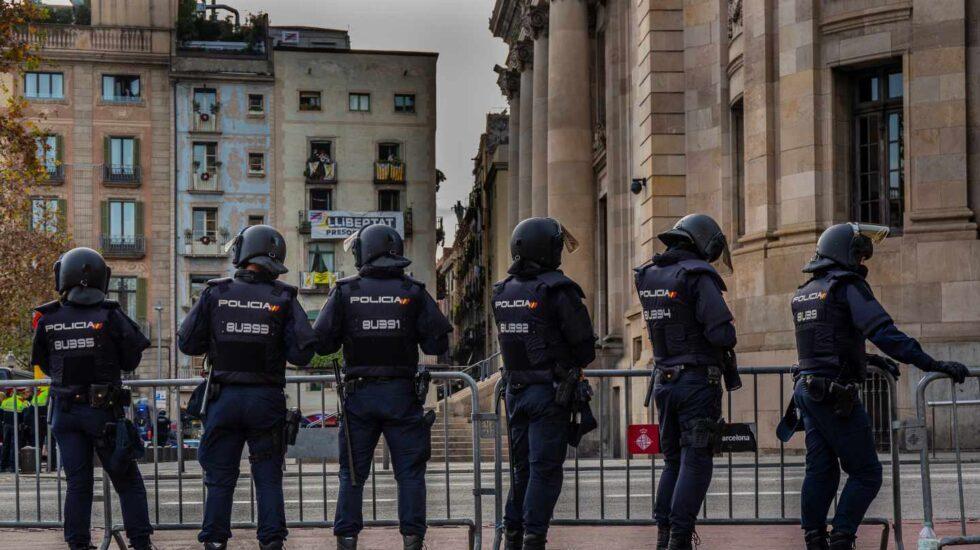 Agentes de la Policía Nacional, el pasado mes de diciembre en la barcelonesa Vía Laietana.