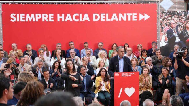 Ovación para Rubalcaba en el inicio de la campaña del PSOE en Madrid.