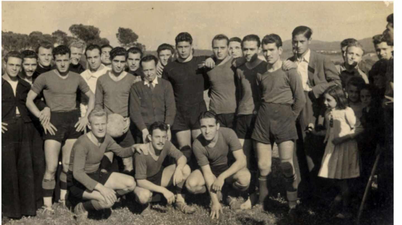 Equipo de fútbol de los marineros italianos en el Campo de la Granja.