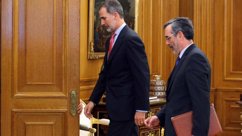 Felipe VI y Manuel Cruz.