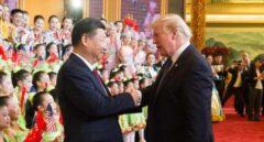 El presidente de China, Xi Jinping, saluda al presidente de Estados Unidos, Donald Trump.