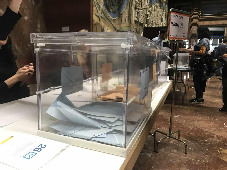 Una urna, durante las elecciones del pasado domingo.