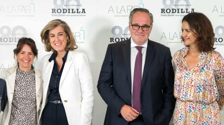 Demetrio Carceller, presidente de Rodilla junto a sus colaboradores.