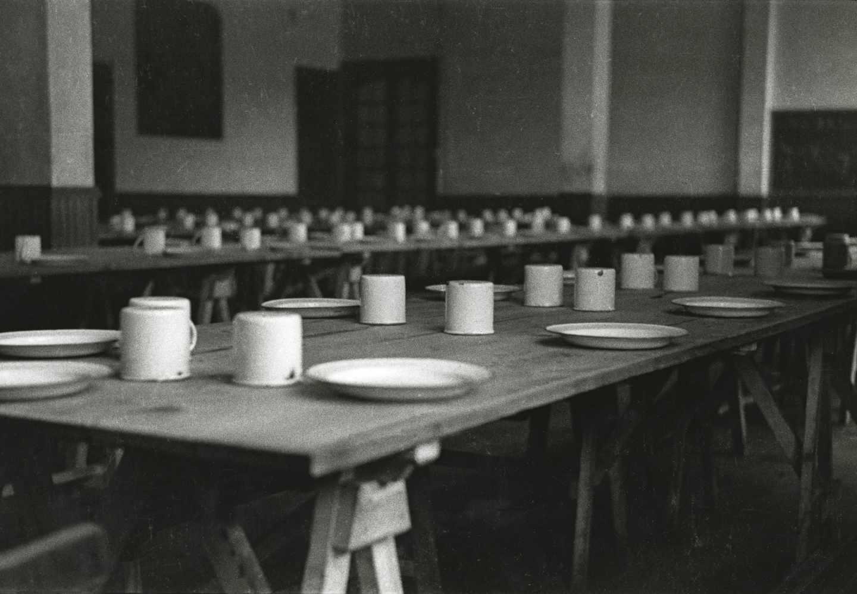 Comedor del Cuartel de Milicias Regimiento «Máximo Gorki». Gijón, 2 de febrero de 1937. Constantino Suárez. Museo del Pueblo de Asturias.
