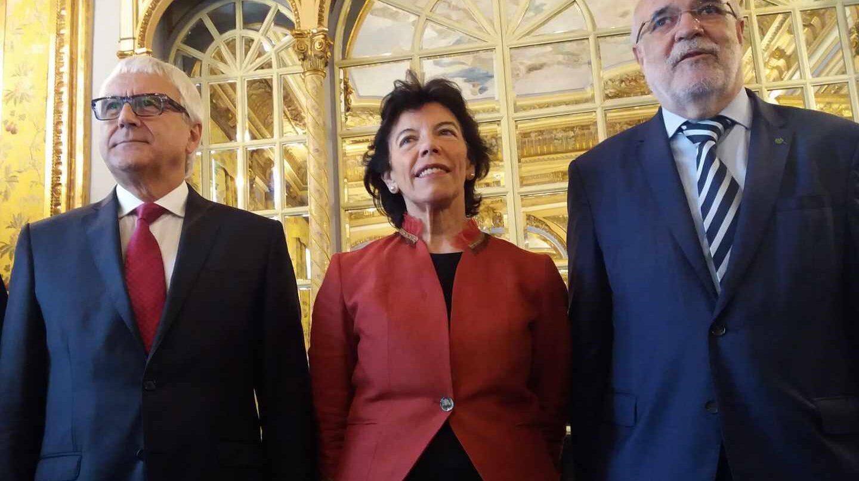 Celaá junto al delegado y subdelegado del Gobierno de España en Euskadi.