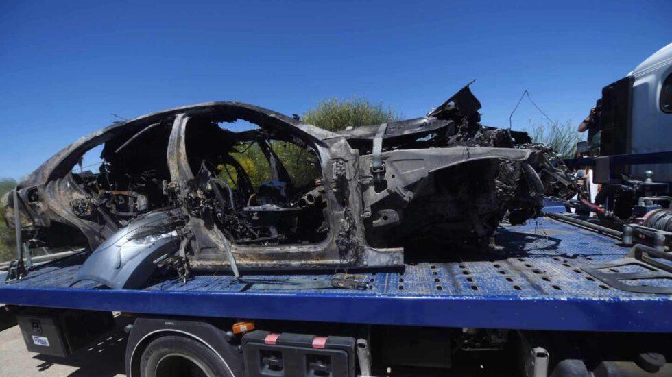 Imagen que muestra el vehículo en el que viajaba el futbolista Antonio Reyes tras el accidente mortal que ha sufrido este sábado en el kilómetro 17 de la A376, en la provincia de Sevilla