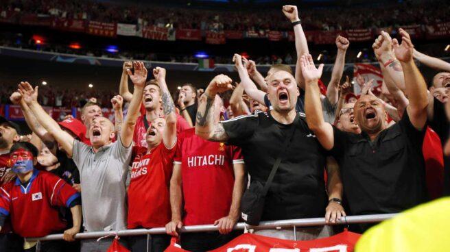 Aficionados del Liverpool en el Wanda Metropolitano.