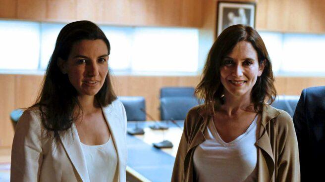 Rocío Monasterio e Isabel Díaz Ayuso, en la Asamblea de Madrid.