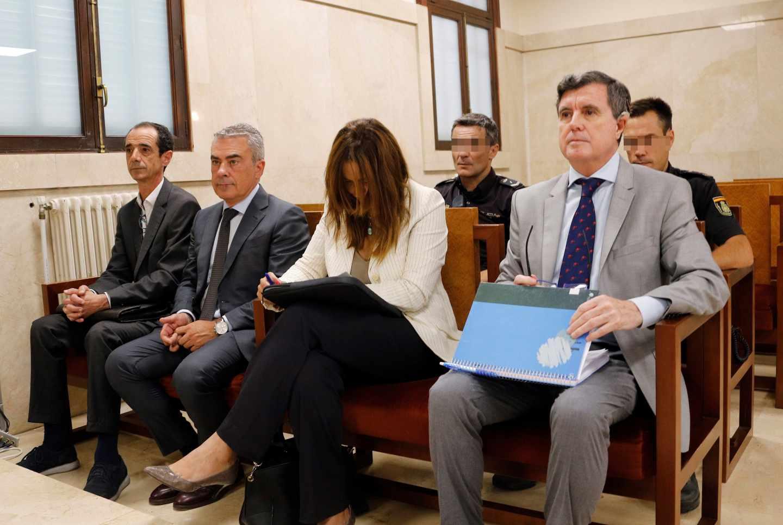 El expresidente del Govern balear Jaume Matas (d), en el juicio que se celebra ante la sección primera del tribunal provincia.